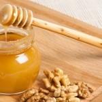 Med i orasi kao lek : Recept za potenciju, imunitet, štitnu žlezdu…