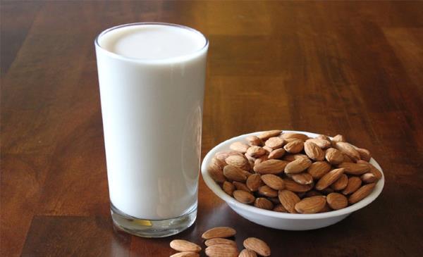 bademovo mleko kalorije