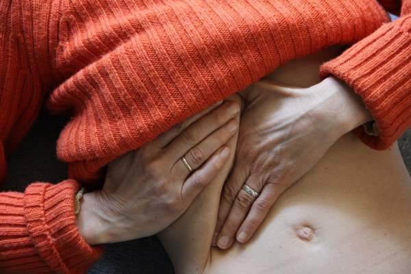 bol u slezini posle jela