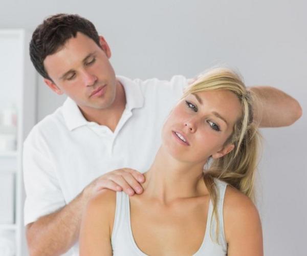 bol u vratu sa leve strane