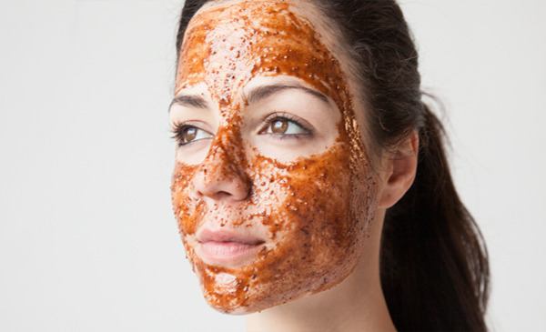 cimet i med maska za lice upotreba