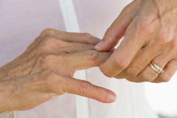 bolovi u prstima