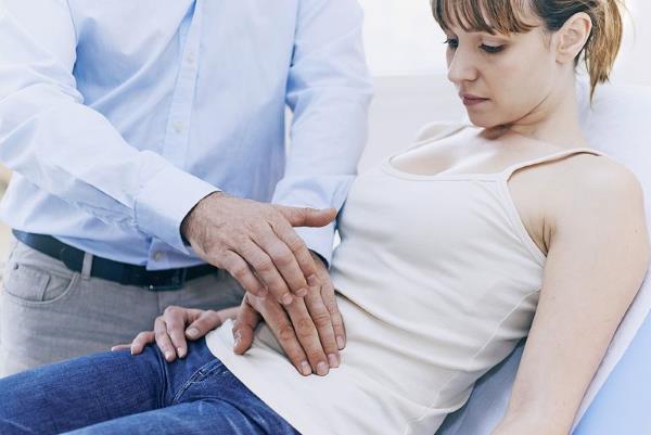 pucanje ciste na jajniku simptomi