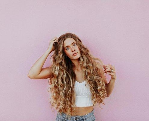 devojka-plava-kosa
